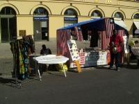 Dorbor Kerkulah aus Liberia zeigt den Münchner beim Streetlife-Festival im Sept. 2012 Plantains