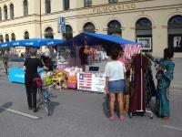 selbstgenähte Kleider aus Liberia in München 2011