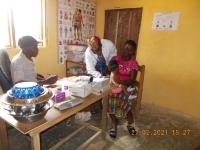 schwester-victoria-lernt-patienten-zu-untersuchen
