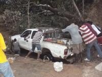 Auch mit dem Allrad-Pickup kann die Fahrt zu den Buschclinicen ein Abenteuer werden.