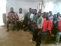 Der Gemeinderat in Yarbaya nach der Beschlußverkündigung, daß unserem Verein alle Unterstützung des Ortes gewährt wird.