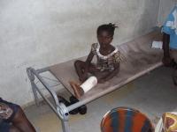 Die sieben-jährige Famata mit Verband