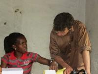 Garmay weiß, wie sie die Patienten nach den Gesetzen des liberianischen Gesundheitsministeriums zu registrieren hat