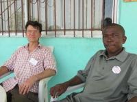 Rechts der frühere liberianische Repräsentant unserer Organisation, Mr. Roberts B. Ziapolee