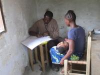 Robert, unser Spezialist für die kleinsten Patienten aus dem Busch