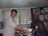 Wir helfen auch anderen Organisationen im Überbringen von Dokumenten-