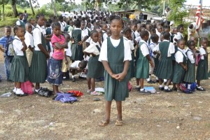 Im Dezember 2012 vor der Catholic School in Bong Mines