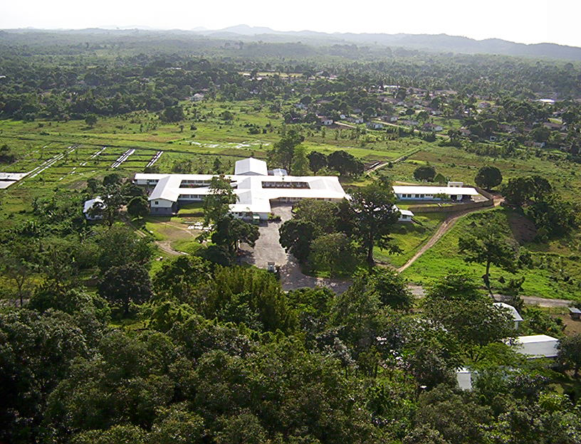 Das jetzt von den Chinesen betriebene District-Krankenhaus in Bong Mines mit 109-Betten-Kapazität