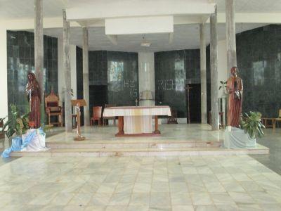 Der Altar der größten katholischen Kirche in Liberia, der Kathedrale in Gbarnga