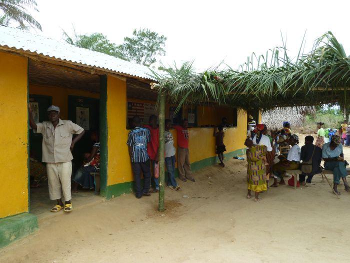 Die Yarbayah-Clinic im Fuamah District des Lower Bong County als einziger Gesundheitsposten weit und breit!