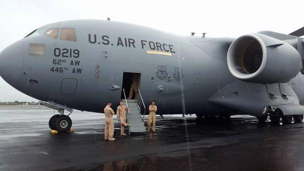 Die ersten US-Truppen am internationalen Robertsfield Airport