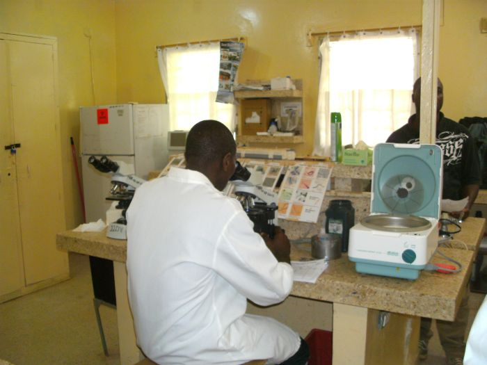 Im Labor des Phebe-Hospitals