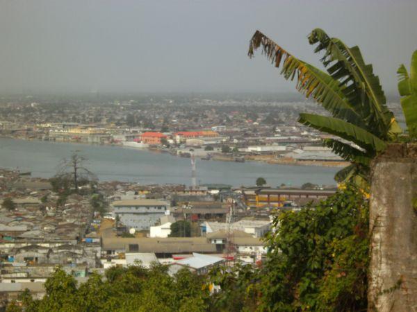 Im Vordergrund Waterside mit Logan Town und Bushroad Island im Hintergrund
