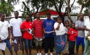 Ehemalige Ebola-Patienten mit einen Gesundheitszertifikat entlassen