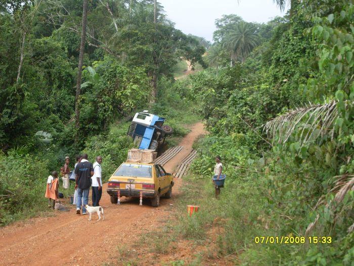 Alltag auf den Strassen im liberianischen Busch